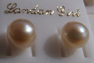This earrings with freshwater pearls move from New Shop enlarge detail